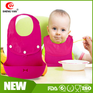2016 hot sale soft eco-friendly high qaulity waterproof silicone baby bib with food catcher