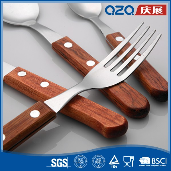 Promotion modern western cuisine wooden handle cultery set spoon and fork