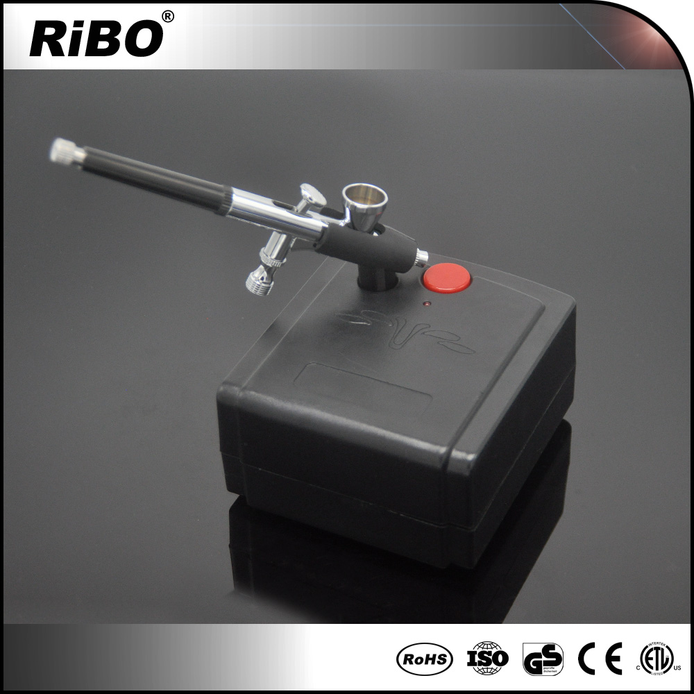 Small and portable airbrush kits for tiny model kit