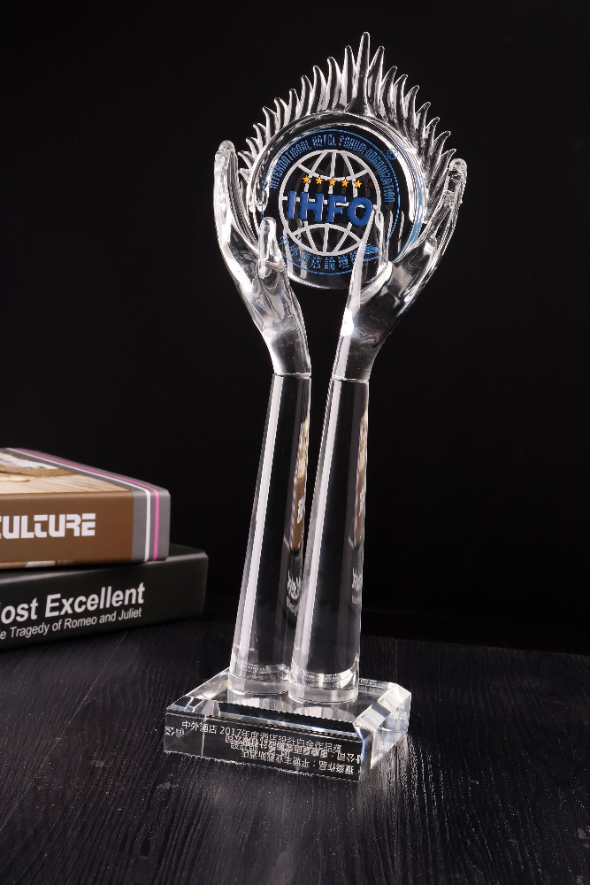 2018 crystal awards and trophies crystal hand trophy for Souvenir Gift