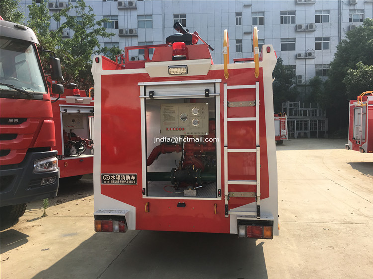 2000L water fire engine5.JPG