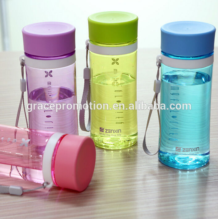 2017 hot sell beautiful Plastic sport water bottle for school and work