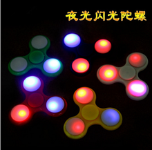 No.1 Glow In The Dark Rainbow Metal Ceramic Hand Toy Spinner Alloy Tri Cube Spinner Fidget Spinners With Led Light