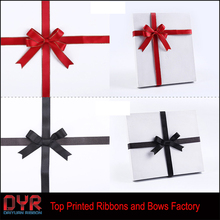 Pretty gift box packing ribbon bow