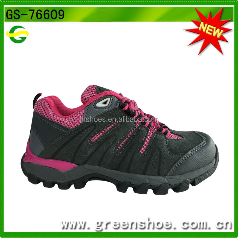 Factory direct products hiking shoes protect kids feet hill climbing safety shoes from China