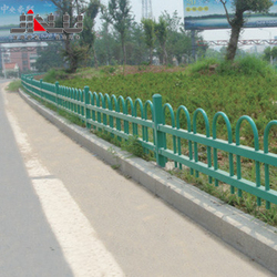 Cheap metal galvanized steel iron guardrail expandable roadside field picket fence poles manufacturers