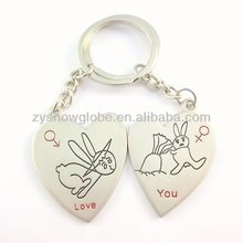 Couple metal alloy letter v key chain