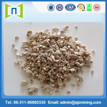 Coarse grade silver expanded vermiculite