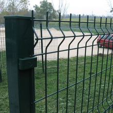 China powder coated or galvanized welded wire mesh fence with factory price
