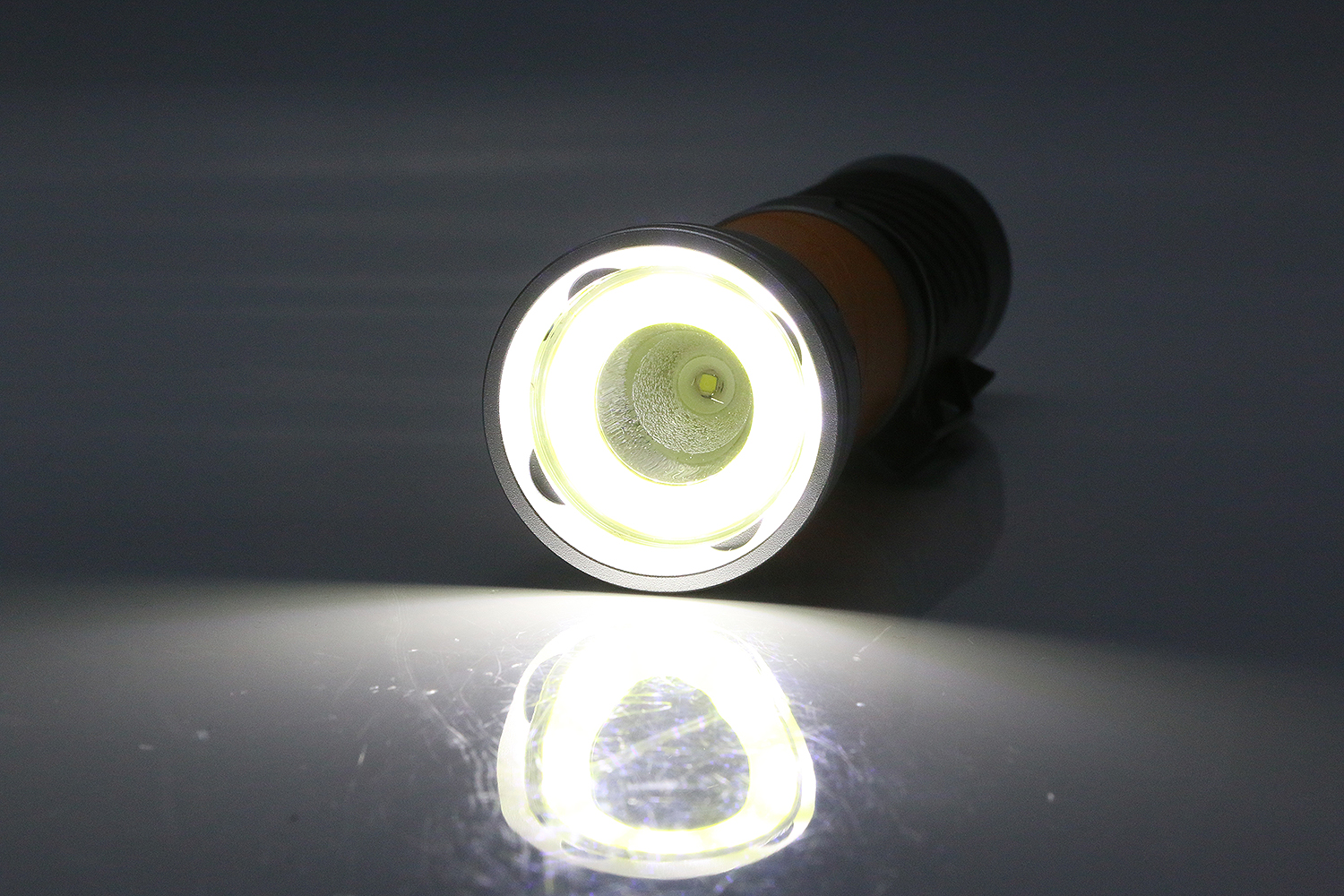 head revolved flashlight with rubber case