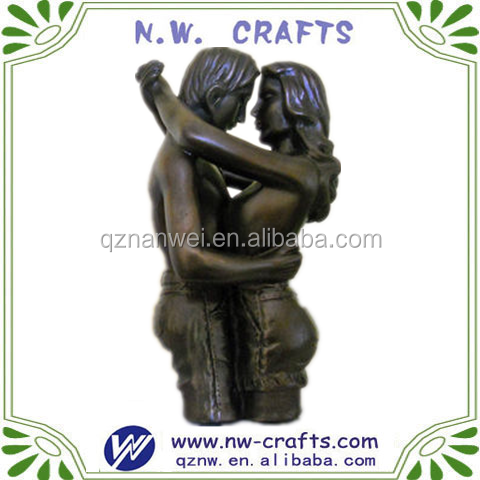 Polyresin loving couple figurine