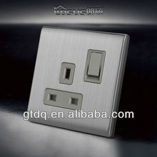 13A Socket with Shutter and double pole switched socket 1 gang, V8009