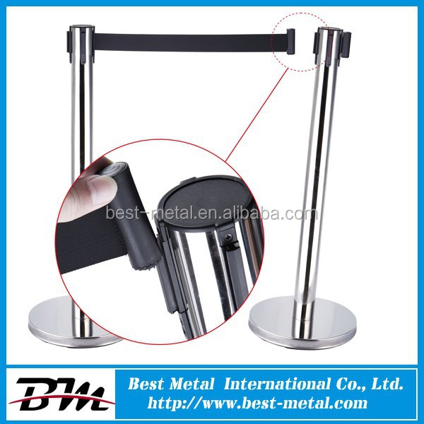 Retractable belt crowd control barrier