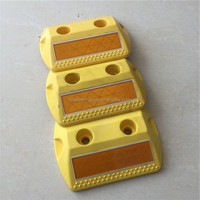 High reflective plastic road stud flashing plastic divider road