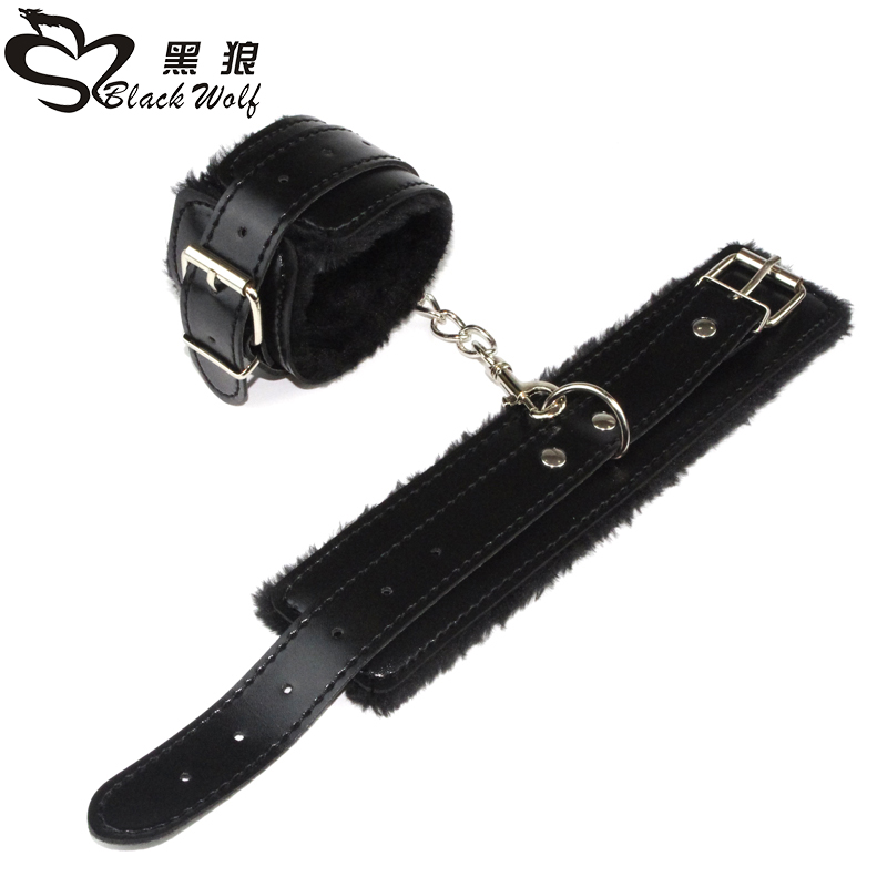 Accept OEM High quality black furry bondage sexy handcuffs for woman