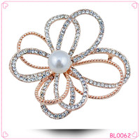 Korean style China wholesale rhinestone pearl flower brooch for wedding invitations