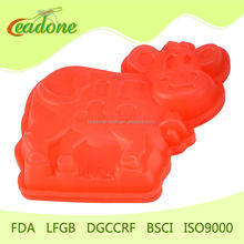 funny red cow shape silicone cake mould ,silcone baking cake mould cake tools manufacture