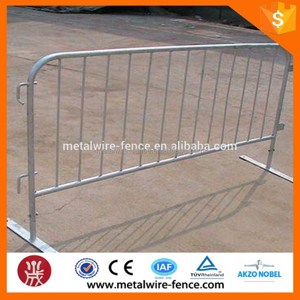 PVC coated Hot-dipped galvanized crowd control barrier /Portable Temporary Fencing and metal tube Crowd Control barrier