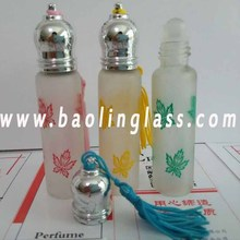 Customized Logo Design Glass Perfume Bottle with Roller Ball with String Cap