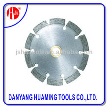 Diamond saw blade for concrete floor