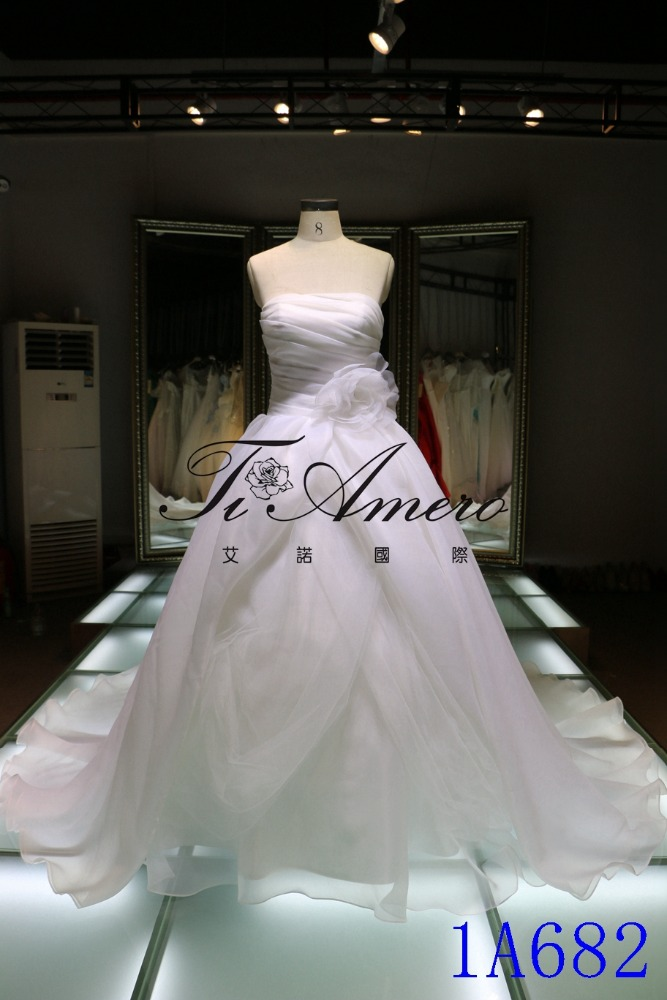 White Strapless Organza Layered Wedding Dress
