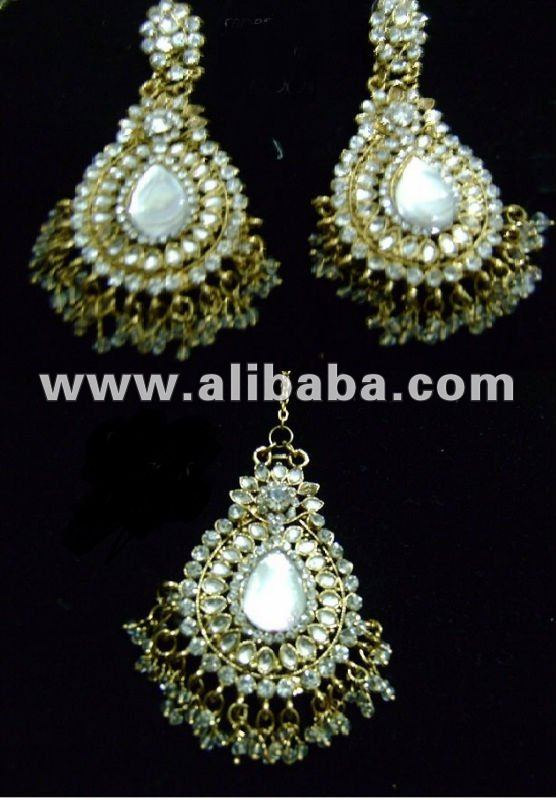 imitation kundan earing and tikka jewellery set