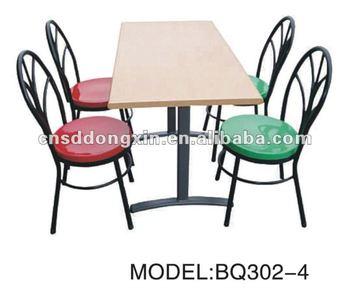 Table et chaise de restaurant pour quatre personnes table - Numero de table pour restaurant ...