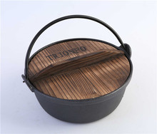 Trionfo cast iron round Thermal Cooker with a wooden lid