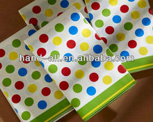 Rolled paper table cloth