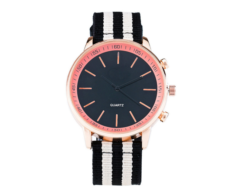 Black dial fashion vogue quartz nylon wristband watch for men custom logo on the casseback