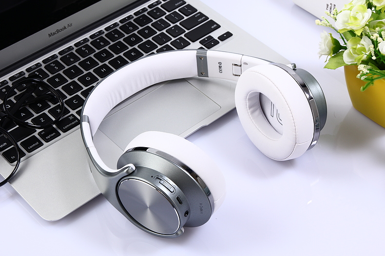 Stereo BT headset with wireless 4.0 earphone