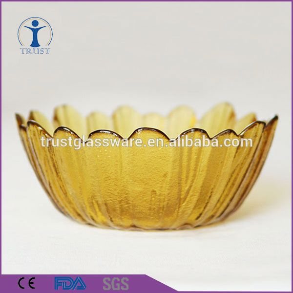 China Factory Price Wholesale Yellow Flower Shaped Colored Fancy Salad Fruit Round Glass Plate