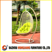 2015 New Design Cheap poly rattan wicker swing hanging egg chair
