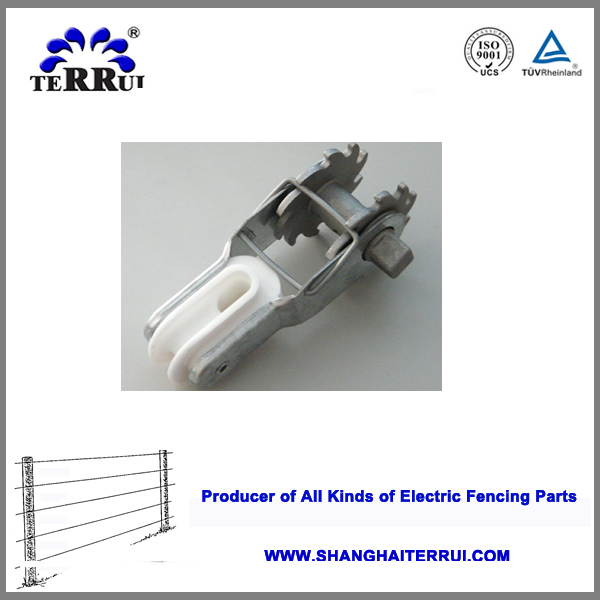 Isolated electric fence rachet type strainer