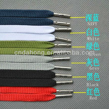 Flat polyester shoelace with metal tips