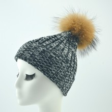 New Product Wholesale Fancy Raccoon Fur Pom Pom Hat Ladies Winter Hat With Fur Balls