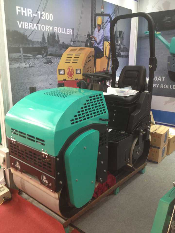 For sale good quality diesel engine electric start mini road roller price are reasonable