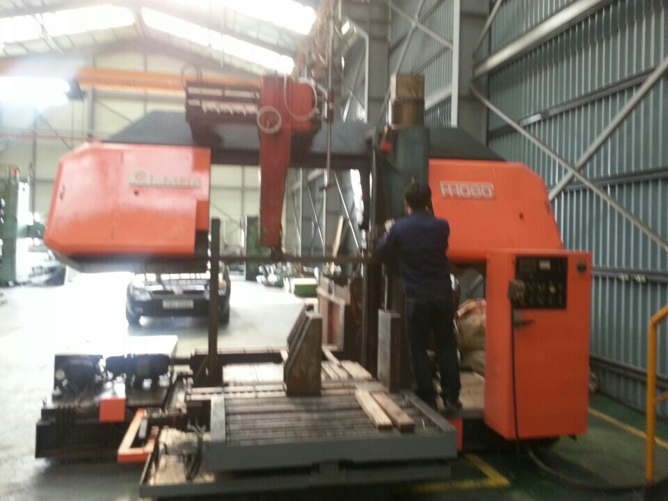 Bend sawing machine