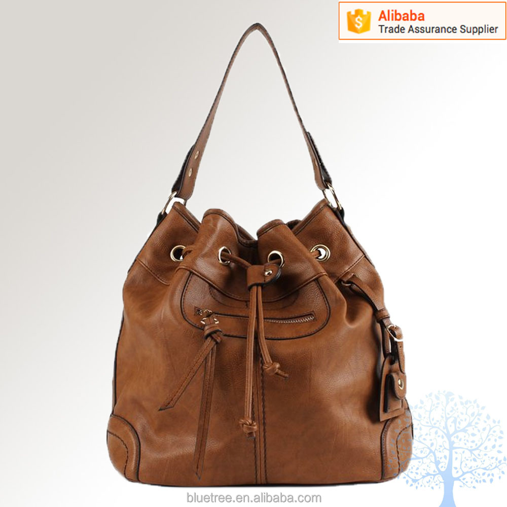 Handbag Lining Material : Soft synthetic leather with fabric lining classic gold
