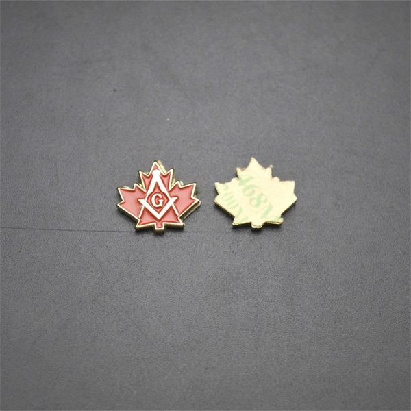 Customizable Maple leaves gold plated soft enamel pin badge with 3M glue