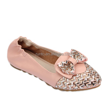 Guangzhou shoes factory low price ladies Summer rubber soles flat Genuine leather women casual shoes