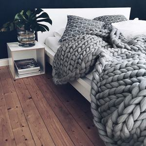 Alibaba free samples Hot selling custom handmade knit yarn super chunky throw 100% merino wool blanket