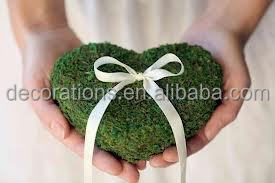 green moss runner for wedding decoration
