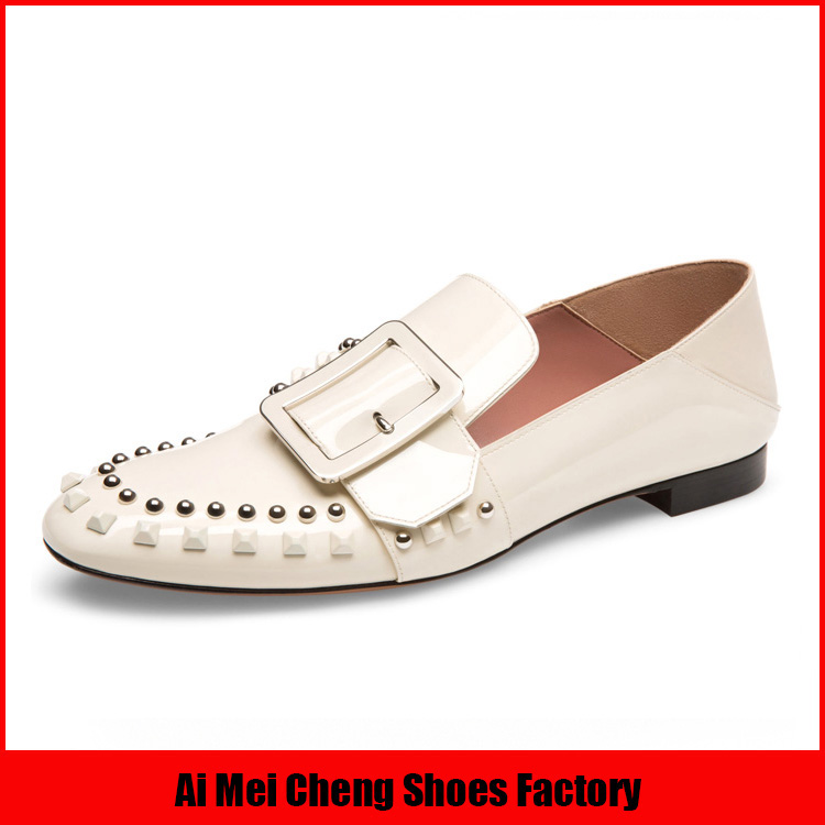 Gongguan wholesale Thailand leather buckle strap women flat casual shoes