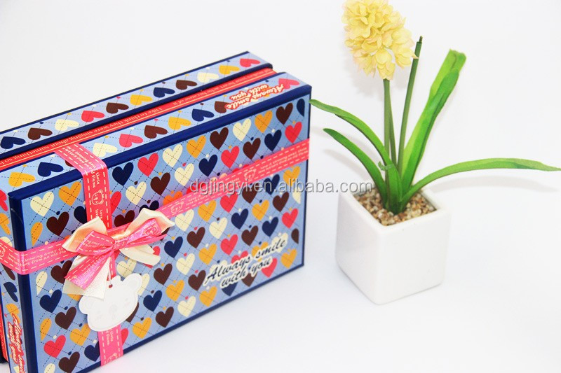 Luxury custom clothing packaging paper box made in guangdong