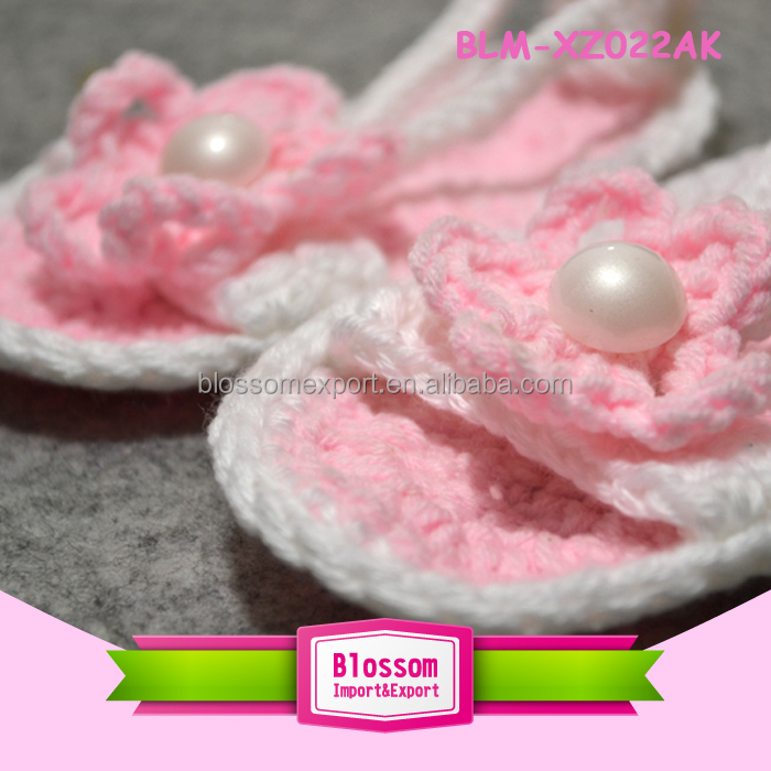 Baby pink with pearl design summer wholesale baby crochet wool shoes