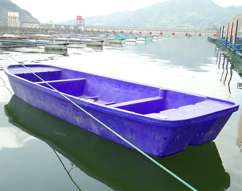 Middle size 4m plastic boat rotational molding boat with engine in china