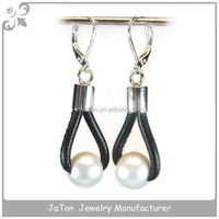 2016 Factory Sale Pearl Earring With Stitched Leather