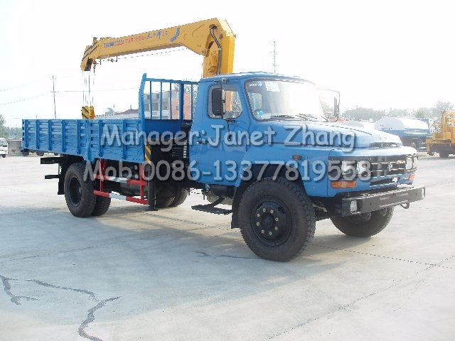 Dongfeng conventional cab gasoline engine truck cargo crane (telescoping boom crane)