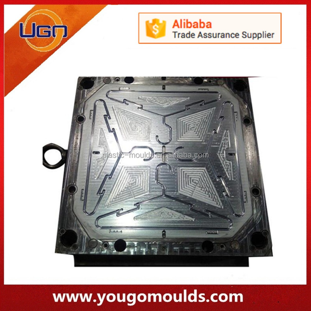 high quality cheap plastic injection cloths hanger mold
